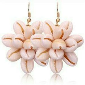 Cowrie Shell Cluster Earrings